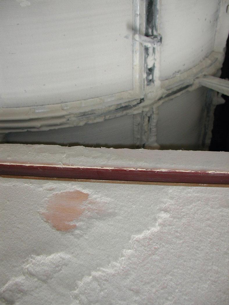 Diese Abbildung zeigt eine 1 mm starke Staubschicht.