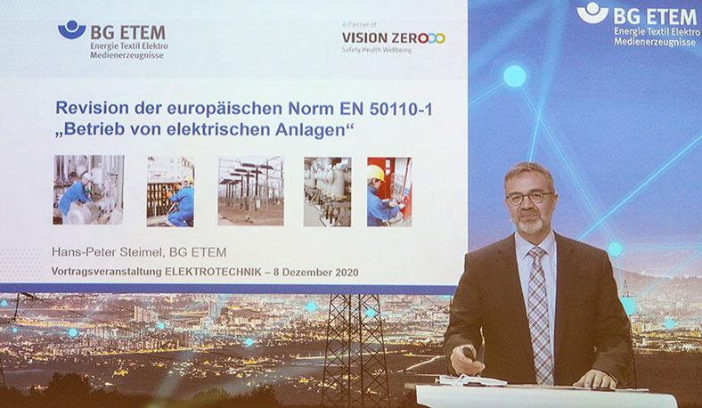 """Hans-Peter Steimel mit seinem Beitrag im Vortragsblock """"Elektrotechnik"""""""