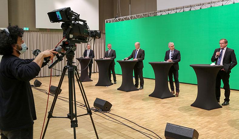 Podiumsdiskussion des Vorsitzenden der Geschäftsführung sowie die Leitung der Präventionsabteilung zu Fragen aus dem Teilnehmerkreis.