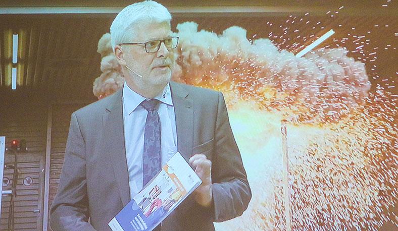 """Martin Mehlem im Forum """"Gefährdungen durch Störlichtbögen"""""""