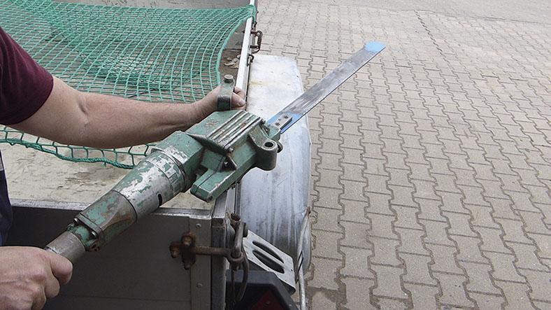 Arbeitsmedizinische Prävention Gasnetzbetrieb:Druckluftstichsäge