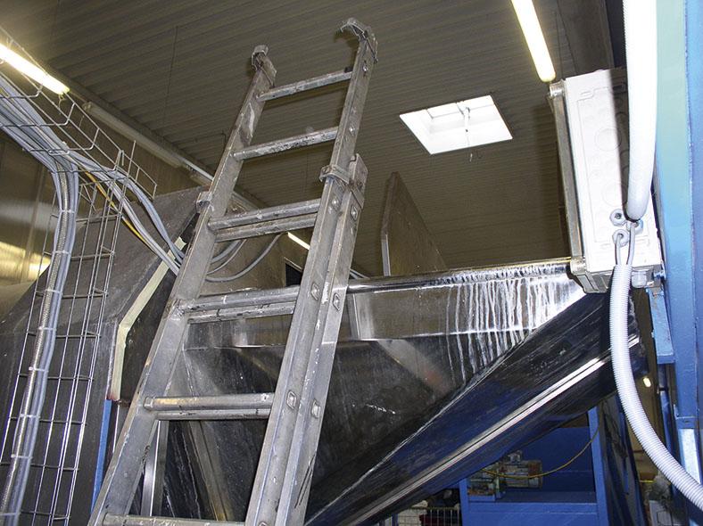 Dieses Foto zeigt eine Leiter zum Einsteigen in eine Waschröhre.