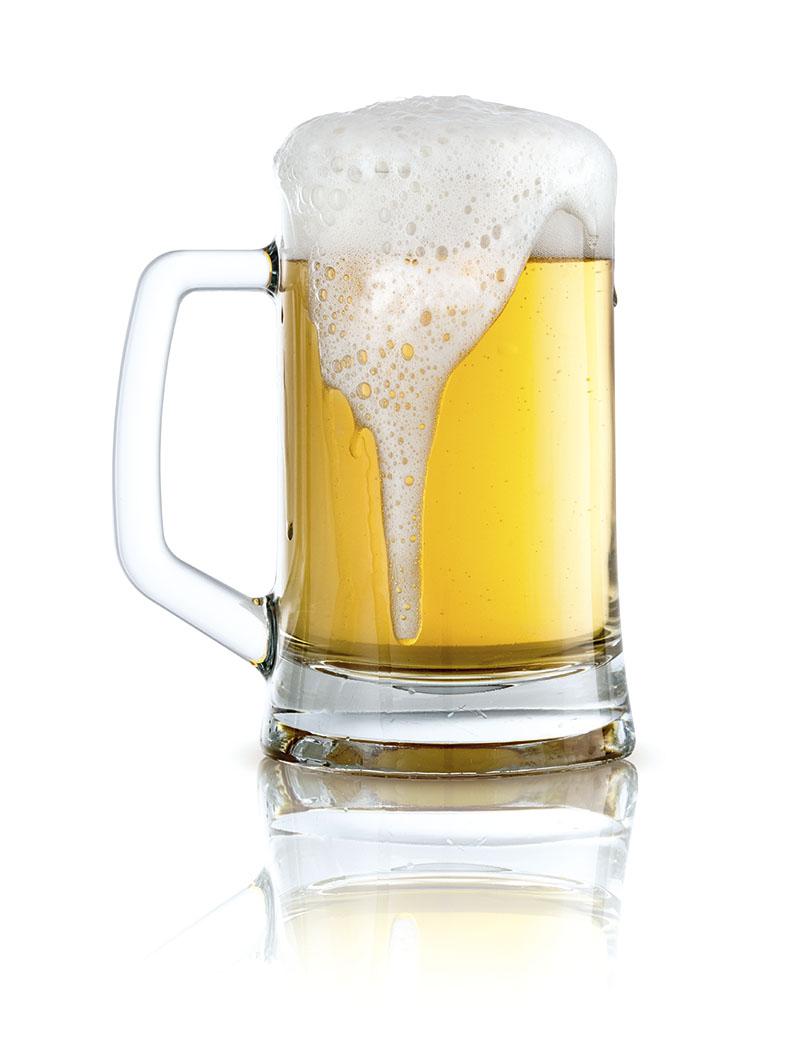 Das Bild zeigt die rechte Seite eines vollen Bierglases mit Henkel mit überlaufender Schaumkrone.